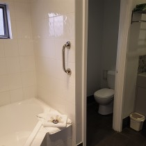 Two-Bedroom Upstairs Apartment - Spa Bathroom